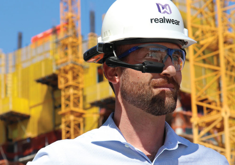 datenbrille baustelle data glasses schutzhelm safety helmet industry assisted reality